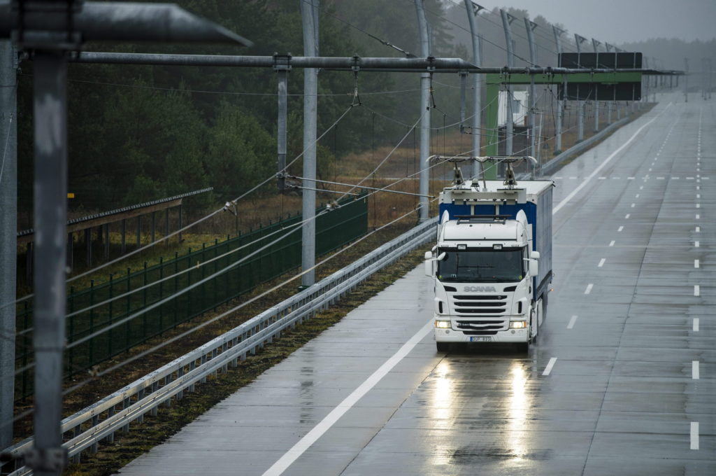 Scania G 360 4x2 with pantograph, electrically powered truck at the Siemens eHighway.  Gross Dölln, Germany Photo: Dan Boman 2013